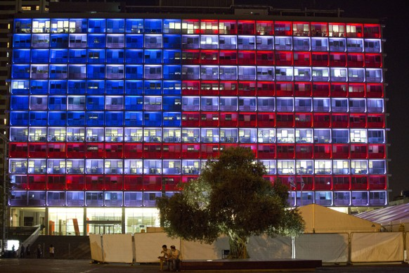 Tel Aviv's municipality building is lit with the colors of the American flag in solidarity with victims of Las Vegas shooting in Tel Aviv, Israel, Monday, Oct. 2, 2017. (AP Photo/Ariel Schalit)