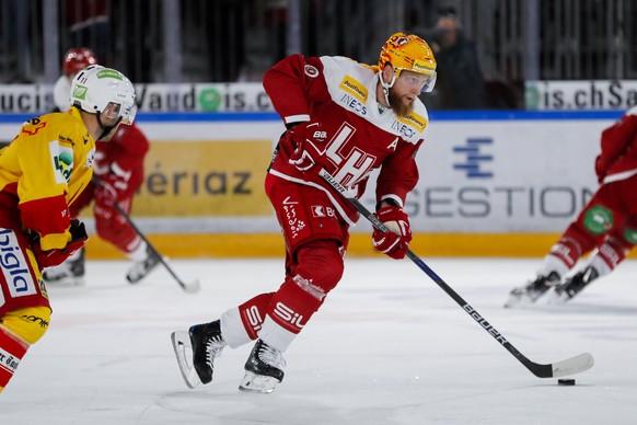 Le Postfinance Top Scorer lausannois, droite, Jonas Junland lors du match du championnat suisse de hockey sur glace de National League, entre le Lausanne Hockey Club, LHC, et le EHC Biel Bienne ce vendredi 15 septembre 2017 a la patinoire provisoire de Malley 2.0 a Lausanne. (PPR/Christian Merz)