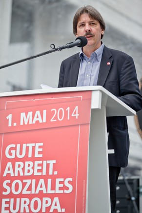Paul Rechsteiner, President of the Swiss Union Confederation, speaks at the May Day rally by the Confederation of German Trade Unions (DGB) in Nuremberg, Germany, May 1, 2014. Protests and demonstrations are being held all across Germany to mark International Workers' Day. (KEYSTONE/EPA/Daniel Karmann)