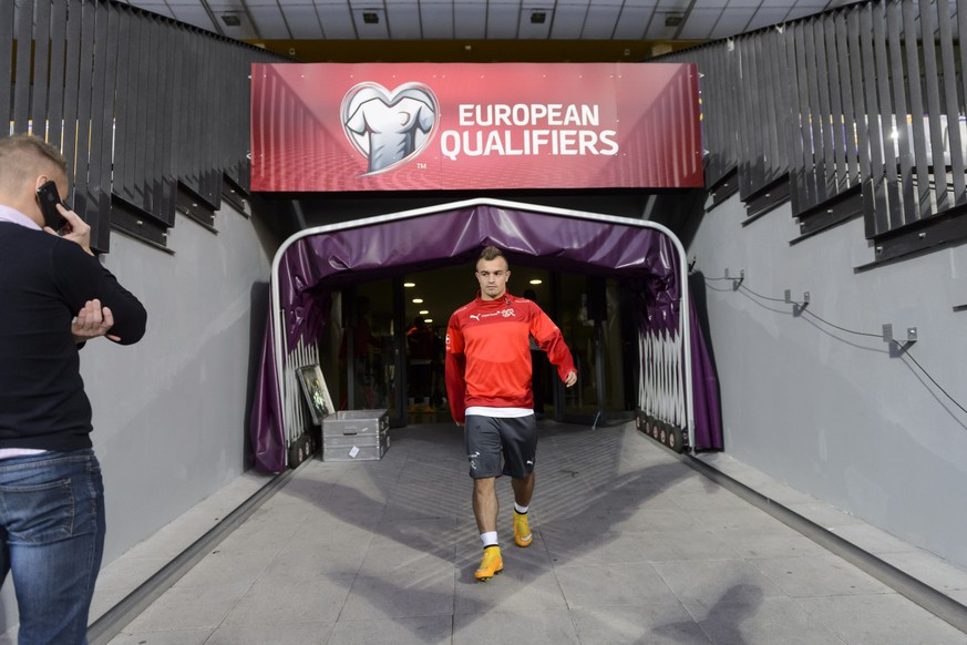 Swiss forward Xherdan Shaqiri arrives for a training session one day ahead the UEFA EURO 2016 qualifying soccer match Slovenia against Switzerland, at the Ljudski vrt Stadium, in Maribor, Slovenia, Wednesday, October 8, 2014. (KEYSTONE/Laurent Gillieron)