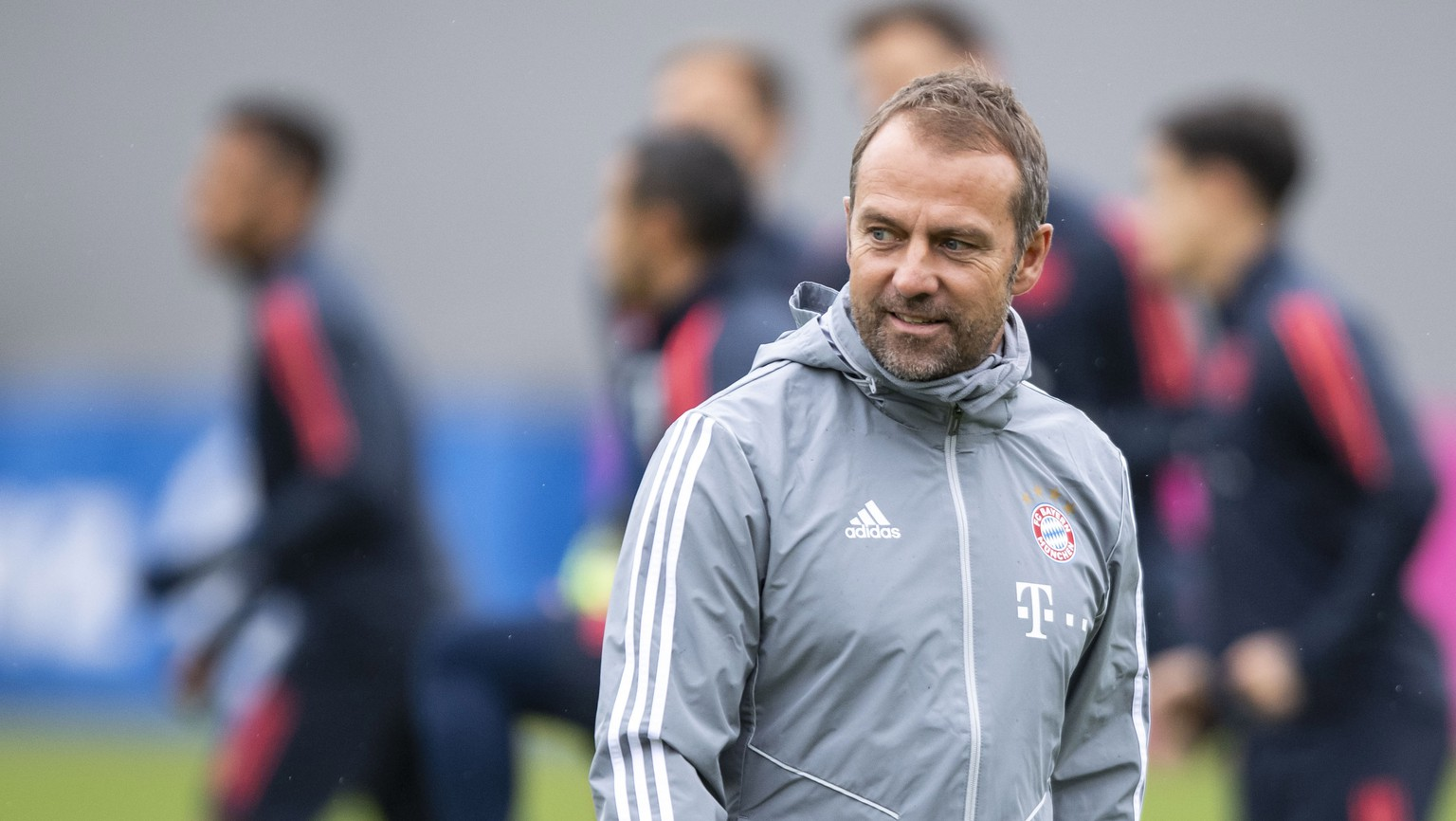 epa07973865 Bayern's interim coach Hansi Flick attends a training session at the Club's training ground in Munich, Germany, 05 November 2019. Bayern Munich will face Olympiacos Piraeus? in their UEFA Champions League group B soccer match on 06 November 2019.  EPA/LUKAS BARTH-TUTTAS