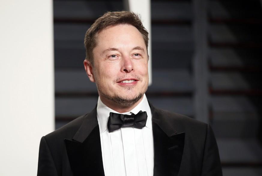 Musk kündigt Mondumrundung mit Touristen für 2018 an
