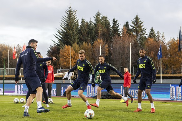 epa07093264 Swiss players attend a training session at the Laugardalsvoellur stadium in Reykjavik, Iceland, 14 October 2018. Switzerland will face Iceland in their UEFA Nations League soccer match on 15 October 2018.  EPA/ENNIO LEANZA