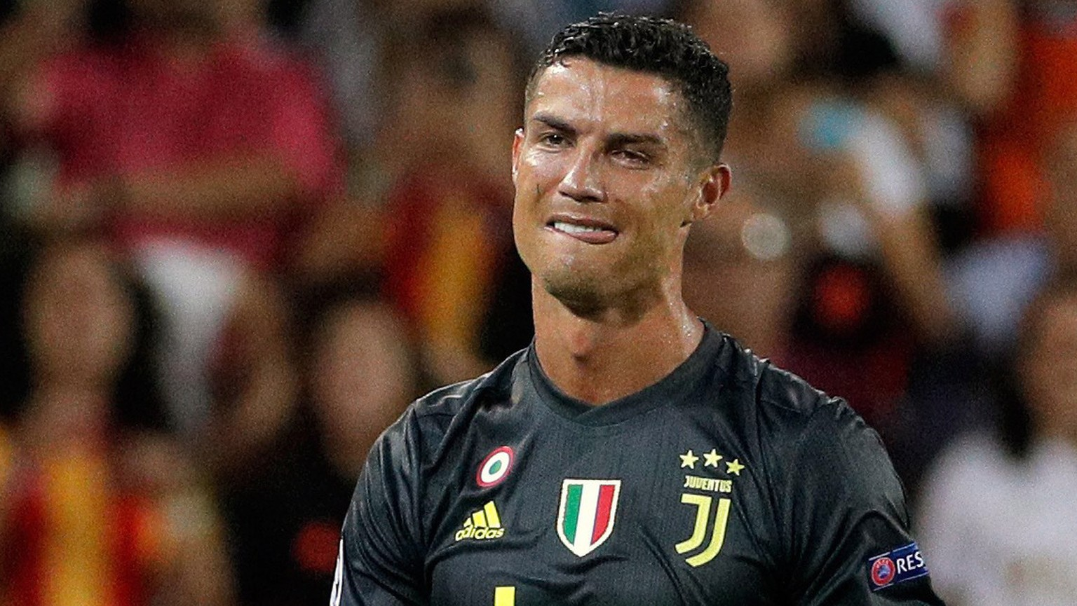 epa07033104 Juventus' forward Cristiano Ronaldo reacts after being sent off during the UEFA Champions League soccer match between Valencia CF and Juventus FC at Mestalla stadium in Valencia, Spain, 19 September 2018.  EPA/JUAN CARLOS CARDENAS