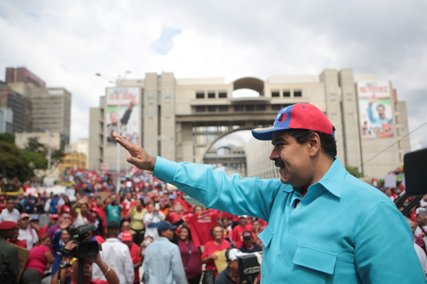 epa05306675 A handout photograph made available by the presidential Miraflores press service on 14 May 2016 shows Venezuela's President Nicolas Maduro (R) during his participation in a rally in Caracas, Venezuela, 14 May 2016. Thousands of supporters of late President Hugo Chavez rallied in the capital in response to the call of the government to support the 'Bolivarian Revolution', as it coincides with an opposition rally to demand speed in the activation of a revocatory referendum against Nicolas Maduro.  EPA/MIRAFLORES PRESS SERVICE/HANDOUT  HANDOUT EDITORIAL USE ONLY/NO SALES