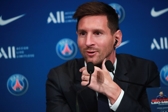 epa09409410 Argentinian striker Lionel Messi during his press conference as part of his official presentation at the Parc des Princes stadium, in Paris, France, 11 August 2021. Messi arrived in Paris on 09 August and signed a contract with French soccer club Paris Saint-Germain.  EPA/CHRISTOPHE PETIT TESSON