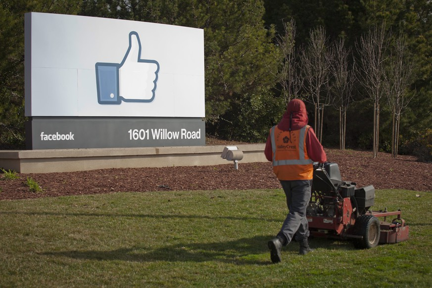 epa05011951 (FILE) A file photo dated 31 January 2012 showing a grounds keeper mowing the lawn in front of Facebook's new Corporate Headquarters in Menlo Park, California, USA. Facebook reported strong growth in earnings for the third quarter late 04 November 2015, with net profits up about 11 per cent year-on-year to 896 million dollars. 'We had a good quarter and got a lot done,' founder and chief executive Mark Zuckerberg said. The world's largest social network continued to grow in the quarter that ended September 30, boosting advertising revenue with user traffic. Facebook said it had 1.55 billion monthly active users, including more than 1 billion who logged on every day - an increase of 17 per cent from the same period in 2014.  EPA/PETER DaSILVA