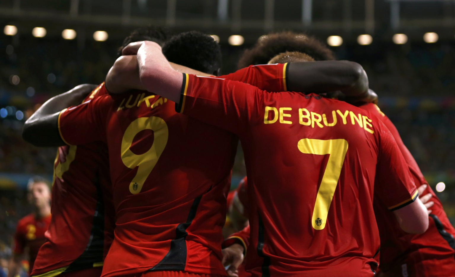 Belgium's Romelu Lukaku celebrates with Kevin De Bruyne (R) after scoring a goal during extra time in the 2014 World Cup round of 16 game between Belgium and the U.S. at the Fonte Nova arena in Salvador July 1, 2014.  REUTERS/Marcos Brindicci (BRAZIL  - Tags: TPX IMAGES OF THE DAY SOCCER SPORT WORLD CUP)