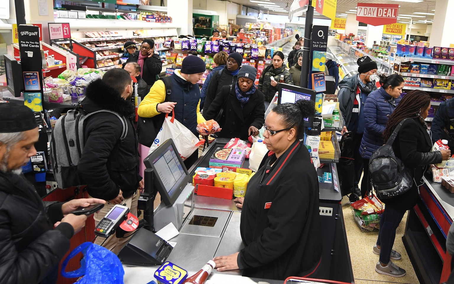 epa08306396 People queue at a supermarket in London, Britain, 19 March 2020. The UK's major supermarkets have requested police protection over fears coronavirus panic-buying could lead to rioting. British Prime Minister Boris Johnson has called upon the British public to avoid all social contact with others and to stop non-essential travel to mitigate the spread of the Coronavirus.  EPA/ANDY RAIN