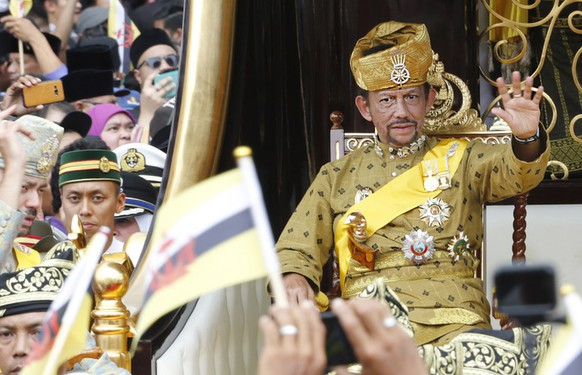 epa07475105 (FILE) Brunei's Sultan Hassanal Bolkiah waves to well-wishers during a procession as part of the Golden Jubilee celebrations in Bandar Seri Begawan, Brunei, 05 October 2017 (reissued 21 March 2019). Brunei will move towards the full implementation of Sharia law on 03 April 2019.  EPA/STRINGER   BRUNEI OUT