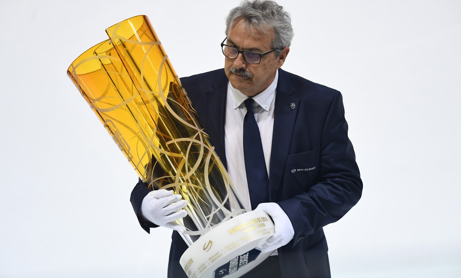 The Swiss Ice Hockey Championship trophy is seen before the fifth match of the playoff final of the National League of the ice hockey Swiss Championship between the HC Lugano and the ZSC Lions, at the ice stadium Resega in Lugano, Switzerland, Saturday, April 21, 2018. (KEYSTONE/Ti-Press/Gabriele Putzu)