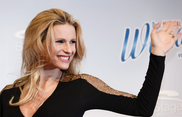 epa04501436 Swiss-Italian Michelle Hunziker poses on the red carpet before the premiere of the musical 'The Miracle of Bern' in Hamburg, Germany, 23 November 2014.  EPA/MARKUS SCHOLZ
