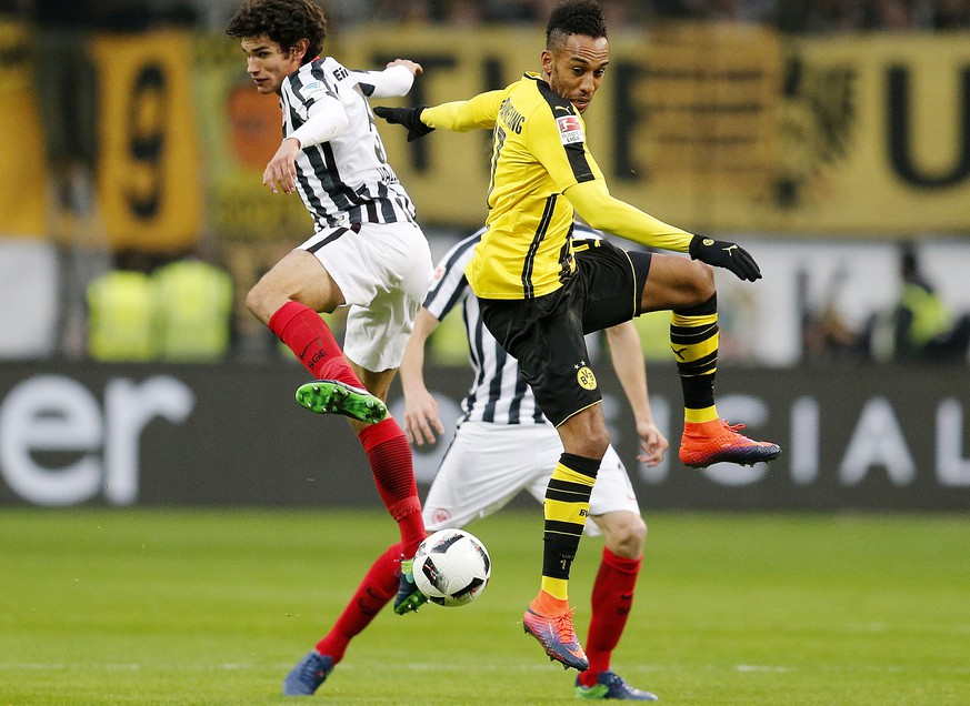 Frankfurt's Jesus Vallejo, left, and Dortmund's Pierre-Emerick Aubameyang challenge for the ball during a German first division Bundesliga soccer match between Eintracht Frankfurt and Borussia Dortmund in Frankfurt, Germany, Saturday, Nov. 26, 2016. (AP Photo/Michael Probst)