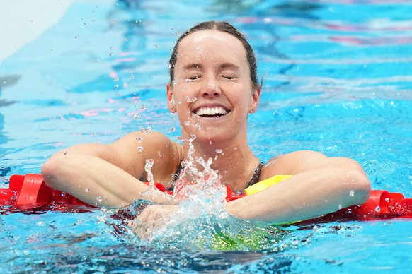epa09377885 Emma McKeon of Australia reacts after winning gold in the Women?s 100m Freestyle Final during the Tokyo Olympic Games at the Tokyo Aquatics Centre in Tokyo, Japan, 30 July 2021.  EPA/JOE GIDDENS EDITORIAL USE ONLY, IMAGES TO BE USED FOR NEWS REPORTING PURPOSES ONLY, NO COMMERCIAL USE WHATSOEVER, NO USE IN BOOKS WITHOUT PRIOR WRITTEN CONSENT FROM AAP AUSTRALIA AND NEW ZEALAND OUT