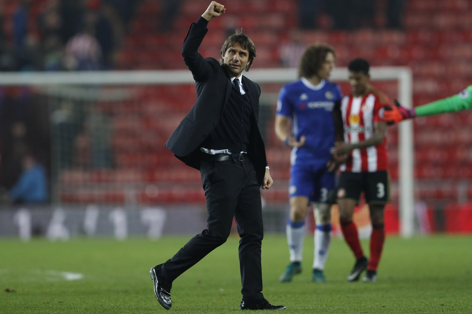 Britain Football Soccer - Sunderland v Chelsea - Premier League - The Stadium of Light - 14/12/16 Chelsea manager Antonio Conte celebrates after the game Action Images via Reuters / Lee Smith Livepic EDITORIAL USE ONLY. No use with unauthorized audio, video, data, fixture lists, club/league logos or