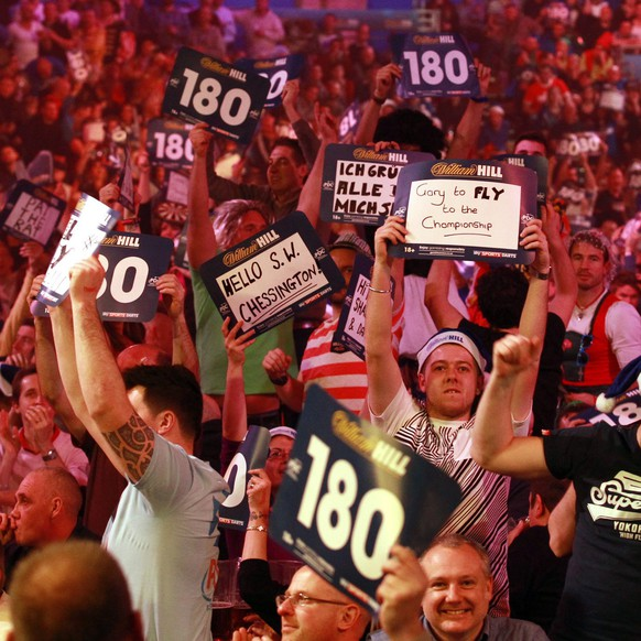 epaselect epa04546871 Fans watch the PDC World darts final between Scotland's Gary Anderson and Phil Taylor of England at the Alexandra Palace in London, Britain, 04 January 2015.  EPA/SEAN DEMPSEY
