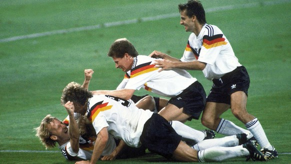 ARCHIV - ZU DEN RUECKBLICKEN AUF DIE WM 1986, 1990 UND 1994 STELLEN WIR IHNEN FOLGENDES BILDMATERIAL ZUR VERFUEGUNG -  Germany soccer team players celebrate after winning the Soccer World Cup final in the Olympic Stadium, in Rome, Italy, on July 8, 1990. Germany defeated Argentina 1-0 to win the cup. German players from left to right are Andreas Brehme, who scored the winning goal, Juergen Klinsmann (obscured), Rudi Voeller, Stefan Reuter and Pierre Littbarski.  (KEYSTONE/AP Photo/Carlo Fumagalli)