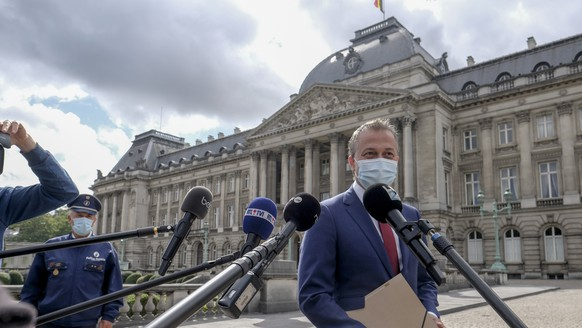 epa08631232 Open Vld party president Egbert Lachaer speaks to media after a meeting with King Philippe of Belgium at the Royal Palace in Brussels, Belgium, 28 August 2020. Egbert Lachaer is in charge of the mission to form a government. Belgium knows the longest political crisis in history of the country without a formal government. The last formal government lead by prime minister Charles Michel was falling on 21 December 2018.  EPA/OLIVIER HOSLET