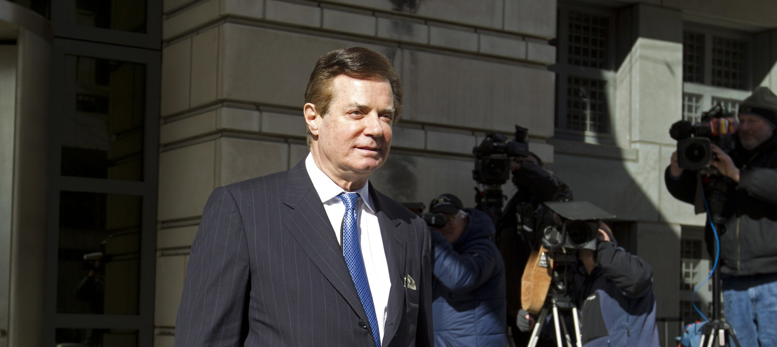 Paul Manafort, President Donald Trump's former campaign chairman, leaves the federal courthouse after his hearing, Wednesday, Feb. 28, 2018, in Washington. (AP Photo/Jose Luis Magana)
