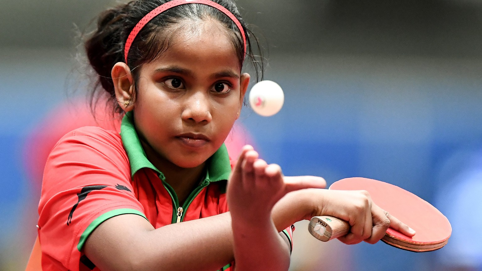 epa06701584 Ten-year-old Fathimath Dheema of the Maldives in action against Beth Roberts of Wales during the game between the Maldives and Wales in the group stage of the Table Tennis Team World Championships in Halmstad, Sweden, 29 April 2018.  EPA/CHRISTIAN BRUNA