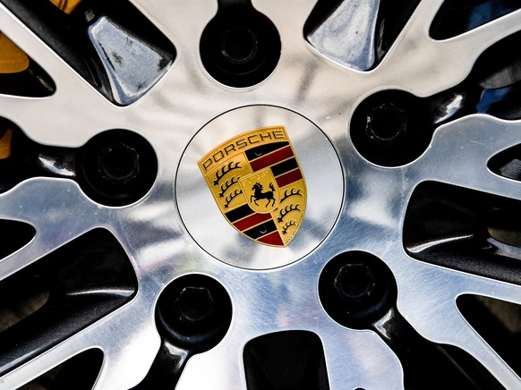 epa06114119 Porsche logo on a wheel of Porsche Cayenne SUV at the Dresden Porsche center, Germany, 28 July 2017. German Transport Minister Alexcander Dobrindt on 27 July said a forbidden system to shut off cleaning of diesel exhaust emissions has been found to have been installed in 3 Liter diesel engines of Porsche Cayenne SUV models. Dobrindt said a total of 22,000 vehicles Europe-wide will have to be called in to fix the problem.  EPA/FILIP SINGER