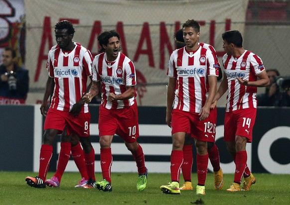 Olympiakos Alejandro Dominguez (2nd R) celebrates his goal with his teammates during their Champions League soccer match against Malmo at Karaiskaki stadium in Piraeus, near Athens December 9, 2014.  REUTERS/Alkis Konstantinidis  (GREECE - Tags: SPORT SOCCER)