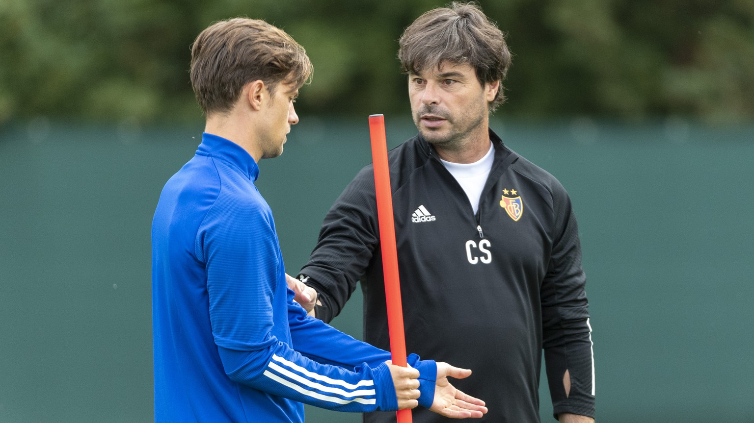 FC Basel's head coach Ciriaco Sforza, right, and captain Valentin Stocker, left, during a training session the day before the UEFA Europa League third qualifying round soccer match between Switzerland's FC Basel 1893 and Cyprus' Anorthosis Famagusta FC in Basel, Switzerland, on Wednesday, September 23, 2020. (KEYSTONE/Georgios Kefalas)