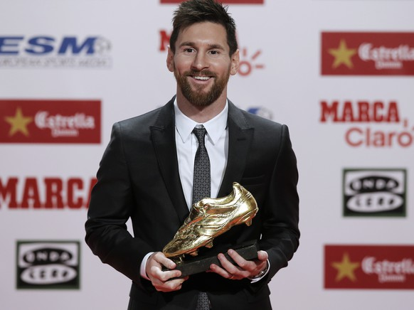 FC Barcelona's Lionel Messi poses after receiving his fourth Golden Shoe award for leading all of Europe's leagues in scoring last season in Barcelona, Spain, Friday, Nov 24, 2017. Messi scored 37 goals in the Spanish league last season. It was the fourth time the Barcelona forward has received the honor. (AP Photo/Manu Fernandez)
