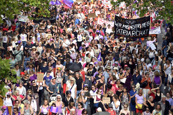 epa07648254 Women take part in a nationwide women's strike in Zurich, Switzerland, 14 June 2019. The strike day intends to highlight, among others, unequal wages, pressures on part-time employees, the burden of household work and sexual violence.  EPA/WALTER BIERI