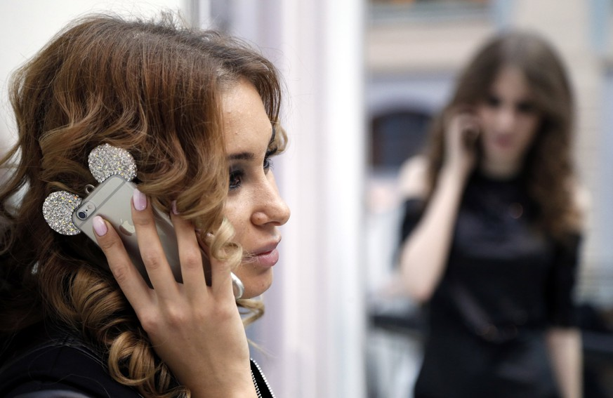 epa05868694 Models use mobile phones as they prepare backstage during the Moscow Fashion Week Fall/Winter 2017, in Moscow, Russia, 24 March 2017. The event runs from 21 to 26 March.  EPA/MAXIM SHIPENKOV