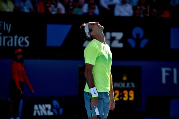 epa04577754 Roger Federer of Switzerland reacts after a bad shot to Andreas Seppi of Italy during their third round match of the Australian Open Grand Slam tennis tournament at Melbourne Park in Melbourne, Australia, 23 January 2015. The Australian Open tennis tournament runs from 19 January until 01 February 2015.  EPA/LUKAS COCH AUSTRALIA AND NEW ZEALAND OUT