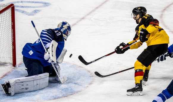 epa06526925 Brook Macek (R) of Germany in action against Mikko Koskinen (L) goalkeeper of Finland during the mens preliminary round match between Finland and Germany at the Gangneung Hockey Centre at the PyeongChang Winter Olympic Games 2018, in Gangneung, South Korea, 15 February 2018. The PyeongChang 2018 Winter Olympic Games, will run from 09 to 25 February 2018.  EPA/SRDJAN SUKI