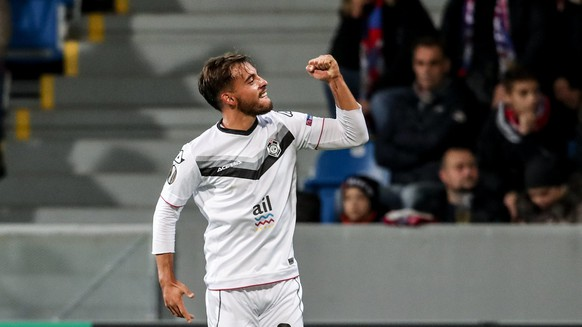 epa06304684 Davide Mariani of Lugano celebrates after scoring during the UEFA Europa League group match between FC Viktoria Plzen and FC Lugano in Plzen, Czech Republic, 02 November 2017.  EPA/MARTIN DIVISEK