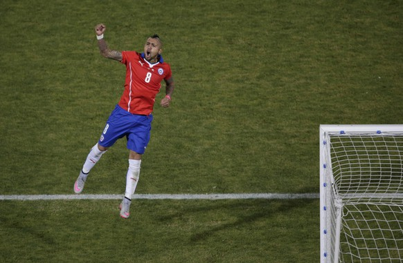 Chile's Arturo Vidal celebrates after scoring his penalty kick during a shootout against Argentina in the Copa America 2015 final soccer match at the National Stadium in Santiago, Chile, July 4, 2015. REUTERS/Ricardo Moraes