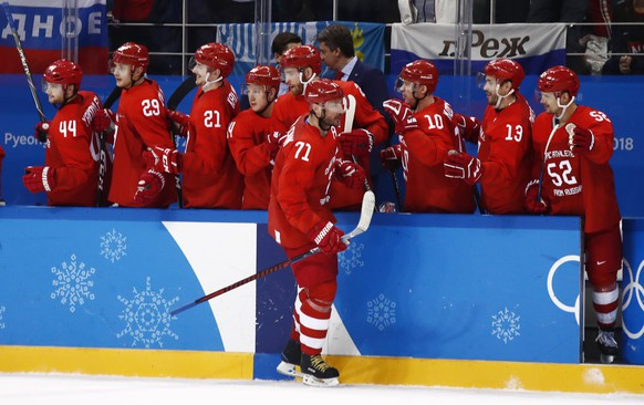 epa06536540 Ilya Kovalchuk (C) of Olympic Athlete of Russia celebrates his goal with teammates during the men's preliminary round match between Olympic Athletes of Russia (OAR) and the US inside the Gangneung Hockey Centre at the PyeongChang Winter Olympic Games 2018, in Gangneung, South Korea, 17 February 2018. The PyeongChang 2018 Winter Olympic Games, will run from 09 to 25 February 2018.  EPA/LARRY W. SMITH