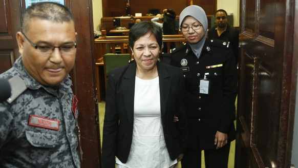 Australian Maria Elvira Pinto Exposto, center, leaves her hearing at the Shah Alam High Court after being found not guilty in Shah Alam, Malaysia, Wednesday, Dec. 27, 2017. Exposto has been acquitted for drugs charges of 1.5 kilograms (3.3 pounds) of methamphetamine stitched into the compartment of a backpack she was carrying. (AP Photo/Sadiq Asyraf)