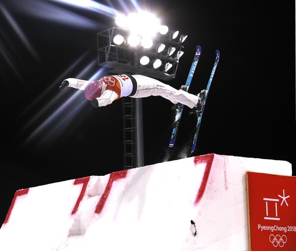 epa06528516 Catrine Lavallee of Cananda in action in the Women's Freestyle Skiing Aerials qualification at the Bokwang Phoenix Park during the PyeongChang 2018 Olympic Games, South Korea, 15 February 2018.  EPA/SERGEI ILNITSKY