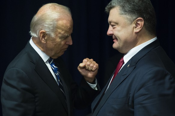 New York, 29.09.2015 - Vice President of the United States Joseph Biden and President of Ukraine Petro Poroshenko in New York on September 29, 2015. The United States praises the Trilateral Contact Group (TCG; Ukraine - Organization for Security and Co-operation in Europe (OSCE) - Russia) for reaching an agreement on pullback of under-100mm weaponry in Minsk, Belarus on September 29 - Photo: Mikhail Palinchak/Ukrafoto (EQ Images) SWITZERLAND ONLY