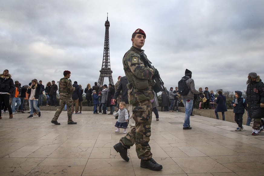 epa04538896 French soldiers patrol the Parvis des Droits de l'Homme (Human Rights Square) in Paris, France, 23 December 2014. The French army and Police have been asked to send reinforcement by French Prime Minister Manuel Valls and Interior Minister Bernard Cazeneuve,  after the incident in Nantes where a van hit ten persons the previous day. French President Francois Hollande announced the death of one of the victims earlier on 23 December.  EPA/ETIENNE LAURENT