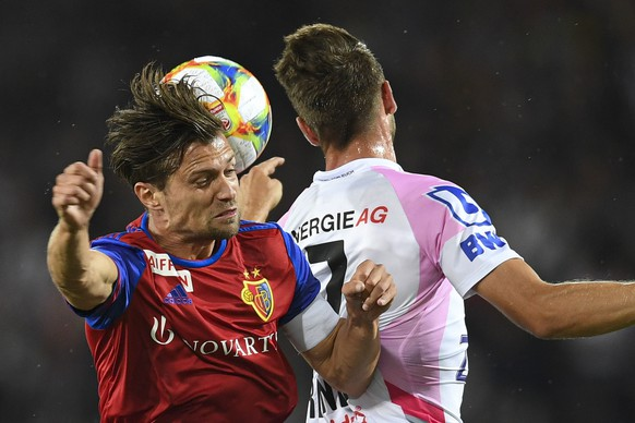 epa07771855 Basel's Valentin Stocker (L) in action against LASK'S Rene Renner (R) during the UEFA Champions League third qualifying round, second leg soccer match between LASK and FC Basel, in Linz, Austria, 13 August 2019.  EPA/ANDREAS SCHAAD