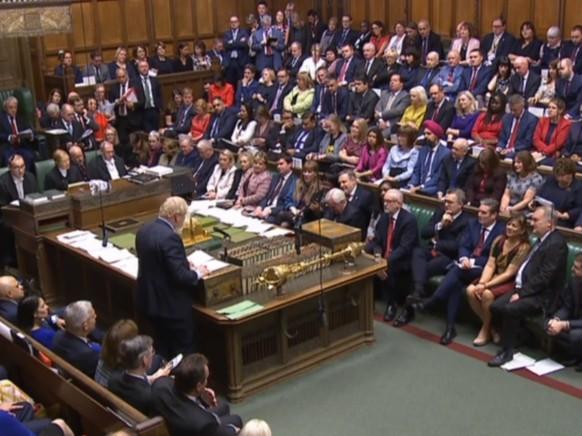 Zu Beginn der historischen Parlamentssitzung in London appelliert Premier Boris Johnson noch einmal an die Abgeordneten, seinem mit Brüssel ausgehandelten Brexit-Deal zuzustimmen.