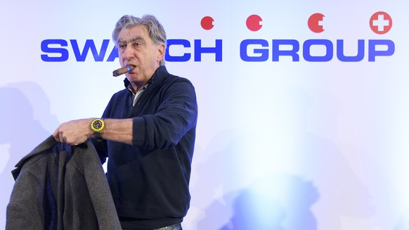 ARCHIVBILD --- ZUM DEN HALBJAHRESZAHLEN DER SWATCH GROUP STELLEN WIR IHNEN FOLGENDES BILDMATERIAL ZUR VERFUEGUNG --- Nick Hayek, CEO Swatch Group, President of the Swatch Group Executive Management Boardsmokes his cigar during a press conference of the year 2017 final results of Swiss watch company Swatch Group, in Biel, Switzerland, this Wednesday, March 14, 2018. (KEYSTONE/Anthony Anex)