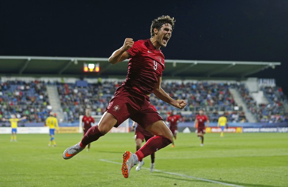 Football - Portugal v Sweden - UEFA European Under 21 Championship - Czech Republic 2015 - Group B - City Stadium, Uherske Hradiste, Czech Republic - 24/6/15 Goncalo Paciencia celebrates after scoring the first goal for Portugal Action Images via Reuters / Lee Smith Livepic EDITORIAL USE ONLY.