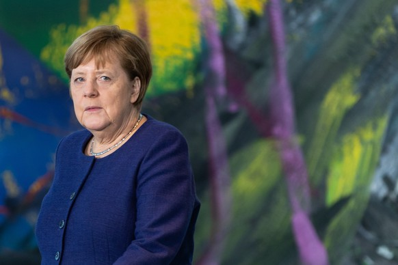 epa08292733 German Chancellor Angela Merkel arrives for a press statement prior to a conversation with the representatives of German business associations and the trade unions at the chancellery in Berlin, Germany, 13 March 2020. Merkel will meet heads of business associations and the trade unions in the German chancellery and discuss on the economic consequences of the spread of the coronavirus (Covid-19).  EPA/HAYOUNG JEON / POOL