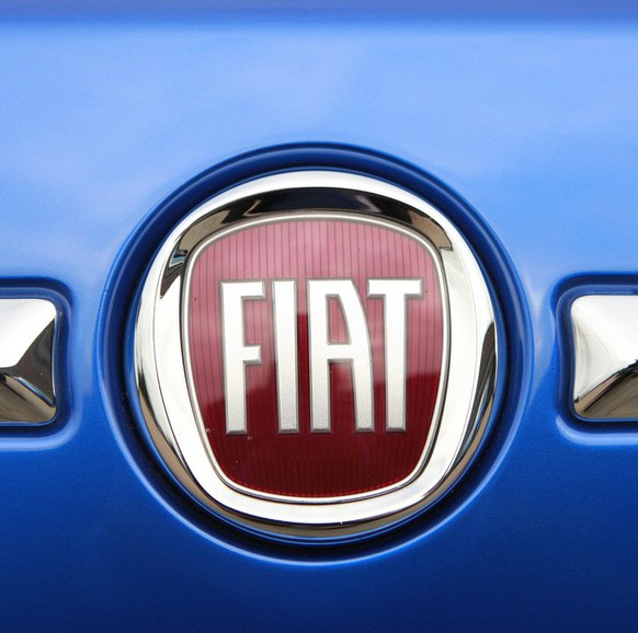 epa02842661 (FILE) A file photo dated 04 November 2009 showing the Fiat logo on a Fiat 500 parked outside of Chrysler's unveiling of their 2010-2014 business plan at their headquarters in Auburn Hills, Michigan USA. Italian car maker Fiat reported 26 July 2011 a second-quarter trading profit of 375 million euros (539 million dollars), up 22.1 per cent from the same 2010 period. The Turin-based company in a statement noted how its luxury brands..Ferrari and Maserati benefited from higher volumes and in particular, how trading profit was driven by a strong performance by its components systems, including the Magneti Marelli brand. Fiat also reported a net profit of 76 million euros, an increase of 68 million over the second quarter of 2010.  EPA/JEFF KOWALSKY *** Local Caption *** 00000401921414