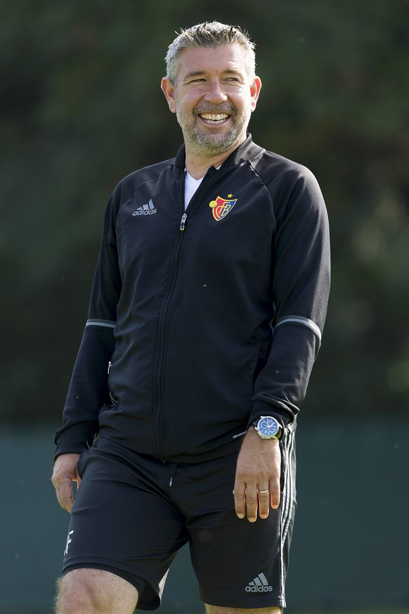epa05536336 FC Basel's head coach Urs Fischer leads his team's training session in the St. Jakob-Park training area in Basel, Switzerland, 12 September 2016. FC Basel 1893 will face Ludogorets Razgrad in the UEFA Champions League group A soccer match on 13 September 2016.  EPA/GEORGIOS KEFALAS