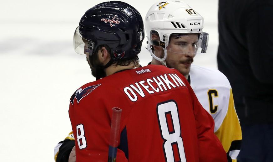 Owetschkin zieht im Duell mit Crosby mal wieder den Kürzeren.  Bild Alex Brandon  AP  KEYSTONE