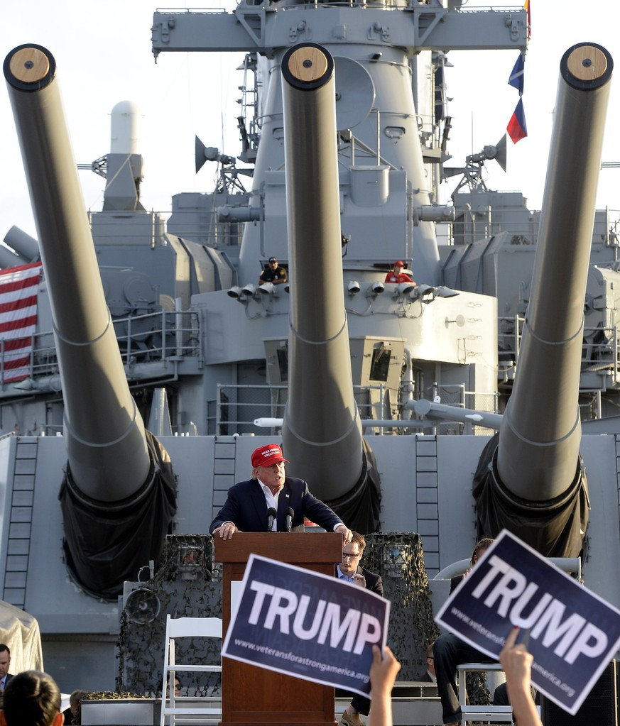 epaselect epa04932612 US Republican presidential candidate Donald Trump addresses supporters during a rally aboard the USS Iowa battleship moored in Los Angeles harbor, in San Pedro, California, USA, 15 September 2015. The rally was organized by Veterans for a Strong America.  EPA/MIKE NELSON