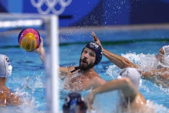 epa09405643 Nikola Dedovic of Serbia in action during the Men's Water Polo Gold medal match between Greece and Serbia at the Tokyo 2020 Olympic Games at the Tatsumi Water Polo Centre in Tokyo, Japan, 08 August 2021.  EPA/PATRICK B. KRAEMER