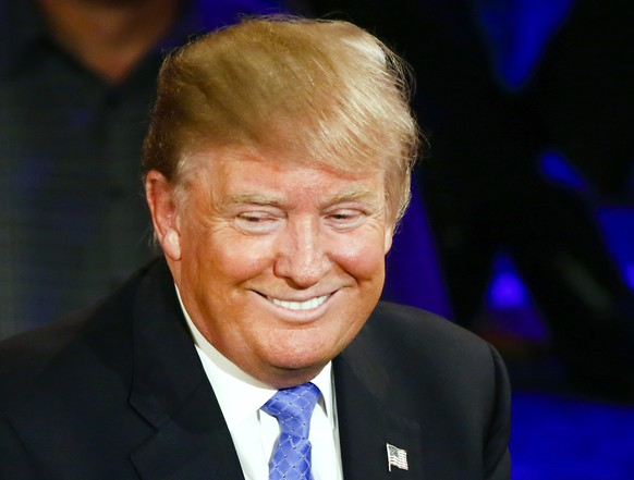 epa05235620 Businessman and US Republican presidential candidate Donald Trump smiles as he participates in a Republican presidential candidates Town Hall event at the Riverside Theater in Milwaukee, Wisconsin, USA, 29 March 2016. Voters in Wisconsin go the polls in the winner take all Wisconsin primary on 05 April.  EPA/TANNEN MAURY